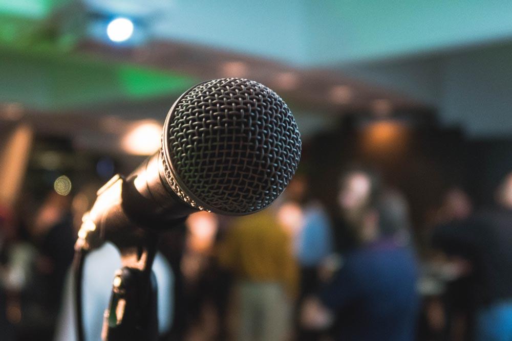 スピーチの場面